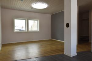 uus-maja-Lauri10-avatud-tuba